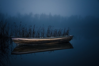 Boat in Night Picture for Android, iPhone and iPad