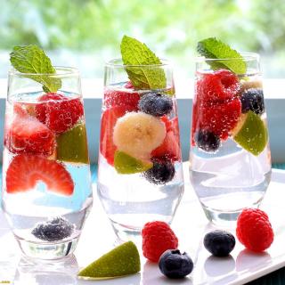 Berries Nonalcoholic Cocktail - Obrázkek zdarma pro iPad 2