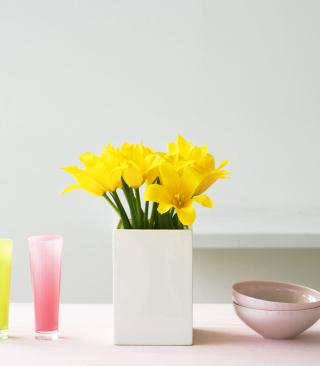 Yellow Flowers In Vase - Obrázkek zdarma pro Nokia Asha 305