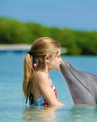 Girl and dolphin kiss - Obrázkek zdarma pro Nokia Asha 305