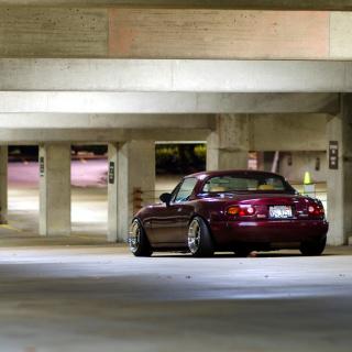 Mazda RX 8 In Garage - Obrázkek zdarma pro iPad 2