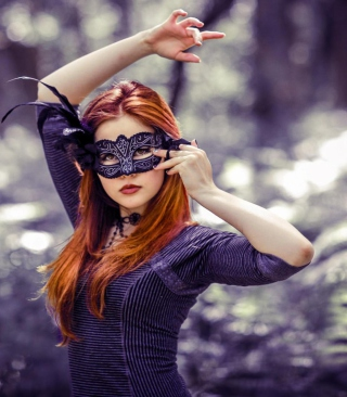 Girl In Mask - Obrázkek zdarma pro 132x176