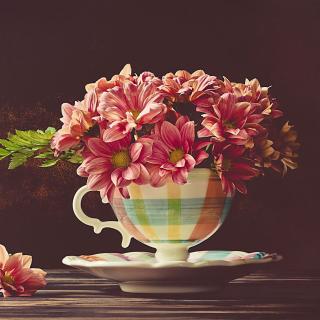 Chrysanthemums in ingenious vase - Obrázkek zdarma pro iPad 2