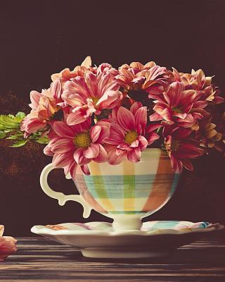 Chrysanthemums in ingenious vase - Obrázkek zdarma pro 320x480