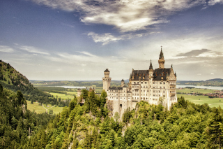 Bavarian Neuschwanstein Castle - Obrázkek zdarma pro Widescreen Desktop PC 1600x900