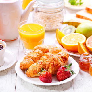 Breakfast with croissants and fruit - Obrázkek zdarma pro 320x320
