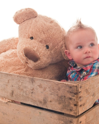 Baby Boy With Teddy Bear - Obrázkek zdarma pro 176x220