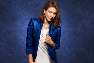 Jessica Alba In Blue Coat - Obrázkek zdarma pro LG Optimus L9 P760