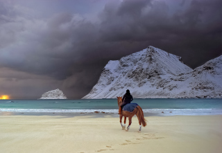 Horse Riding On Beach - Obrázkek zdarma pro Fullscreen Desktop 1400x1050