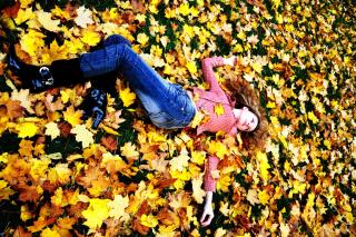 Autumn Girl - Fondos de pantalla gratis para Sony Ericsson XPERIA PLAY
