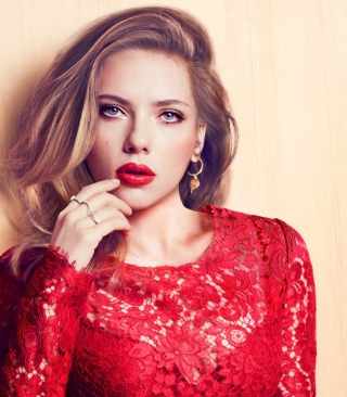 Scarlett Johansson Red Lipstick Red Dress - Obrázkek zdarma pro Nokia Asha 303