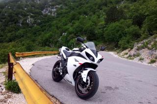 Yamaha YZF-R1 Superbike - Obrázkek zdarma pro HTC Desire HD