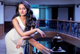 Actress Sonakshi Sinha Background for Android, iPhone and iPad