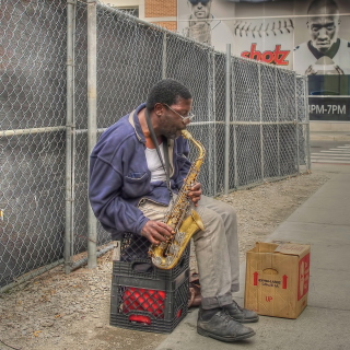 Jazz saxophonist Street Musician - Obrázkek zdarma pro iPad mini