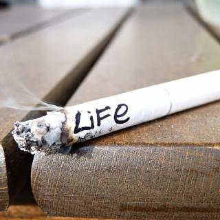 Life burns with cigarette - Obrázkek zdarma pro 1024x1024