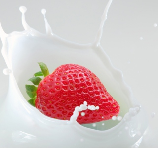 Strawberrie In Milk - Obrázkek zdarma pro iPad