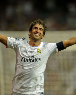 Raul Gonzalez Real Madrid - Obrázkek zdarma pro Nokia Asha 303