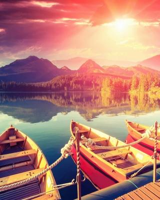 Colored boats near pier - Obrázkek zdarma pro iPhone 5C