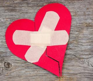 Broken Heart - Obrázkek zdarma pro iPad Air