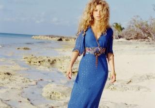 Shakira On Beach - Obrázkek zdarma pro Google Nexus 7