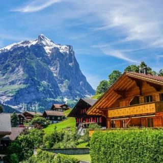 Mountains landscape in Slovenia with Chalet - Obrázkek zdarma pro iPad mini