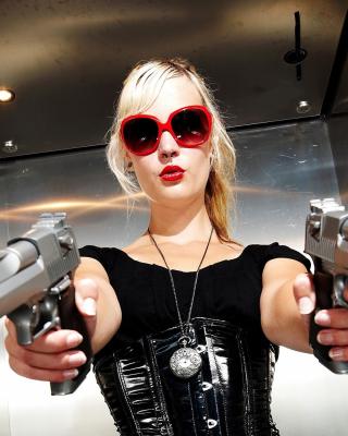 Blonde girl with pistols - Obrázkek zdarma pro 640x960