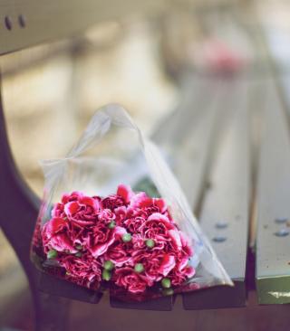 Bouquet On Bench In Park - Obrázkek zdarma pro Nokia 206 Asha