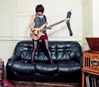 Girl Rocks - Obrázkek zdarma pro iPad 3
