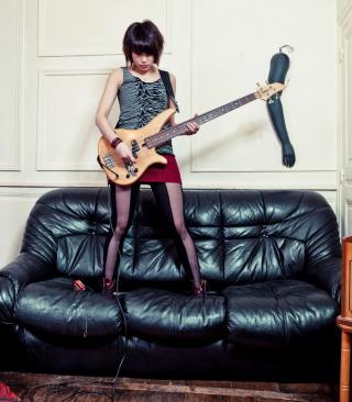 Girl Rocks - Obrázkek zdarma pro Nokia Asha 308