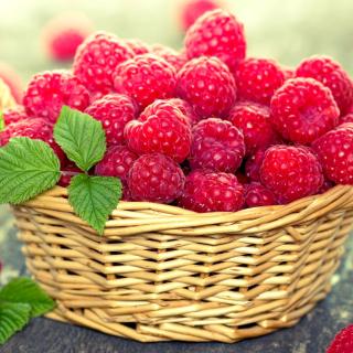 Basket with raspberries - Obrázkek zdarma pro iPad mini 2