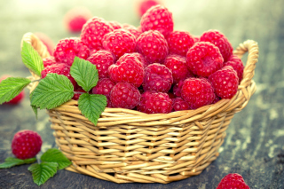 Basket with raspberries - Obrázkek zdarma pro Android 2880x1920