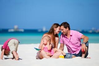 Happy Family - Obrázkek zdarma pro Desktop Netbook 1366x768 HD