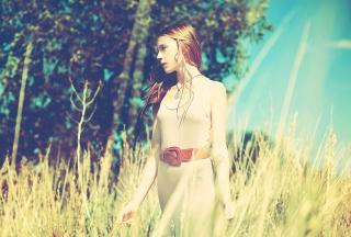 Beautiful Redhead Summer Pose - Fondos de pantalla gratis para Sony Ericsson XPERIA PLAY
