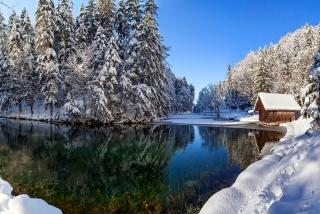 Winter House - Obrázkek zdarma pro Widescreen Desktop PC 1600x900
