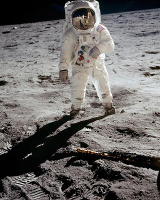 Man On The Moon - Obrázkek zdarma pro Nokia X2