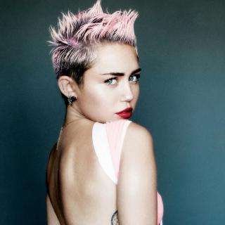 Miley Cyrus For V Magazine - Obrázkek zdarma pro iPad Air