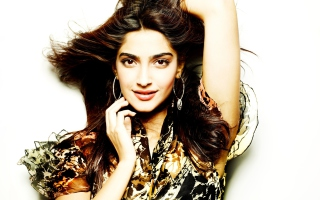 Actress Sonam Kapoor Wallpaper for Android, iPhone and iPad