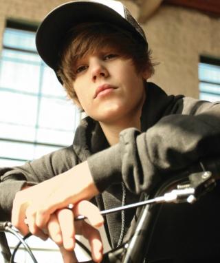 Justin Bieber - Obrázkek zdarma pro Nokia Asha 309