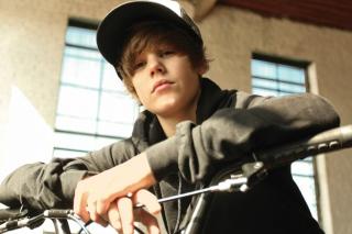 Justin Bieber - Obrázkek zdarma pro Nokia Asha 201