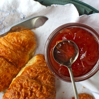 Croissants and Jam - Obrázkek zdarma pro iPad