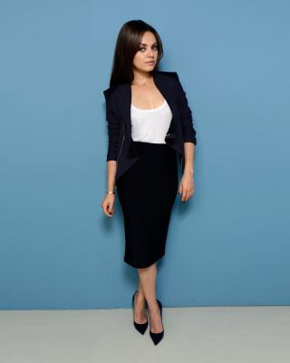 Mila Kunis Sweet Girl - Obrázkek zdarma pro Nokia Asha 203