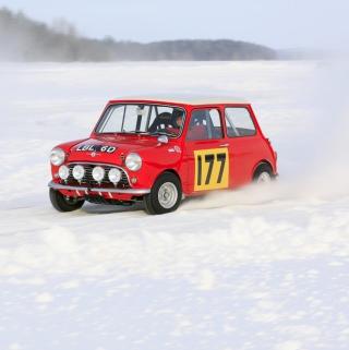 Red Mini In Snow - Obrázkek zdarma pro 1024x1024