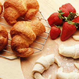 Croissants And Strawberries - Obrázkek zdarma pro iPad Air