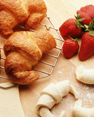 Croissants And Strawberries - Obrázkek zdarma pro Nokia C3-01 Gold Edition