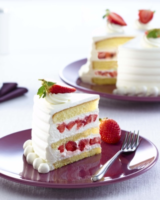 Fresh Strawberry Cake - Obrázkek zdarma pro Nokia Asha 305