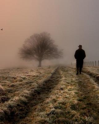 Lonely Man Walking In Field - Obrázkek zdarma pro 128x160
