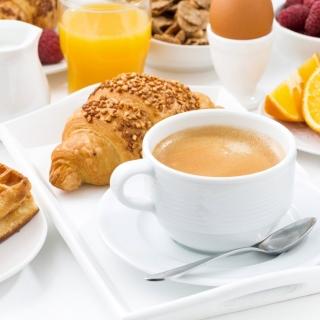 Croissant, waffles and coffee - Obrázkek zdarma pro iPad