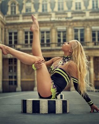 Gymnast Girl in Paris - Obrázkek zdarma pro Nokia C5-03