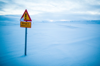Winter Warning Sign - Fondos de pantalla gratis para Sony Ericsson XPERIA PLAY