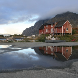 Norway City Lofoten with Puddles - Obrázkek zdarma pro 128x128